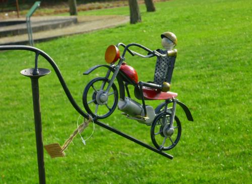 windspiel wippe gartenstecker motorrad m coolen biker u. Black Bedroom Furniture Sets. Home Design Ideas
