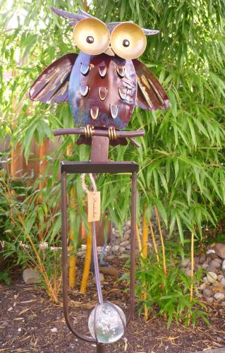 windspiel wippe gartenstecker freche eule garten vogel gartendekorationen shop. Black Bedroom Furniture Sets. Home Design Ideas