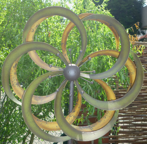 windspiel gartenstecker windrad garten figur metall wind. Black Bedroom Furniture Sets. Home Design Ideas