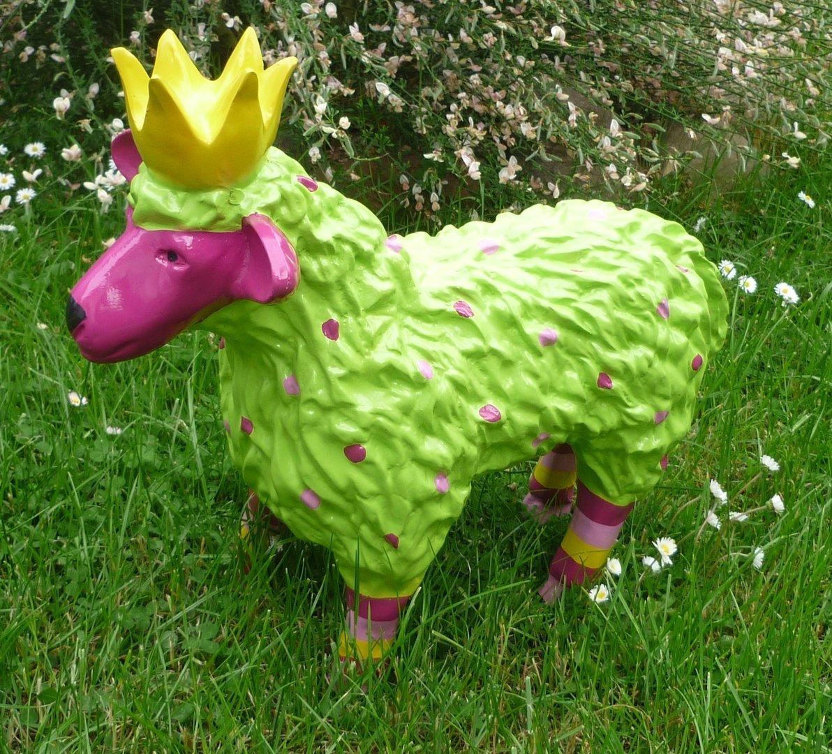 garten figur lustiges buntes schaf lamm m krone deko tier 48 cm gr n pink. Black Bedroom Furniture Sets. Home Design Ideas